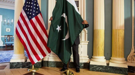 Οι ΗΠΑ διακόπτουν τη χορήγηση στρατιωτικής οικονομικής βοήθειας στο Πακιστάν