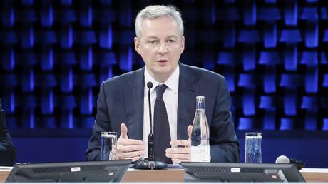 Πιο επιθετική μισθολογική πολιτική ζητά από το Βερολίνο ο Γάλλος ΥΠΟΙΚ