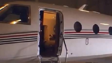 Πόρτα αεροσκάφους «ξεκόλλησε» και σκότωσε τον πιλότο