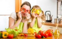 Πώς να κάνετε το παιδί να τρώει υγιεινά