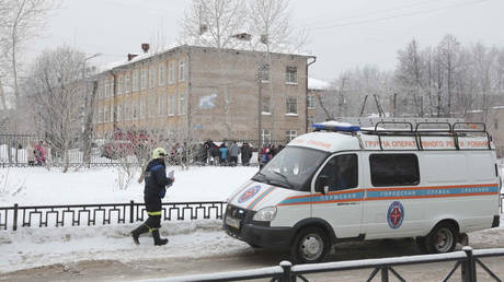 Ρωσία: Έφηβος επιτέθηκε με τσεκούρι και μολότοφ σε σχολείο – Επτά οι τραυματίες (vid)