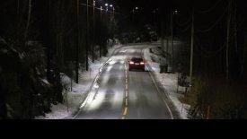 Τα «έξυπνα» φώτα που ανάβουν όταν περνά αυτοκίνητο (vid)