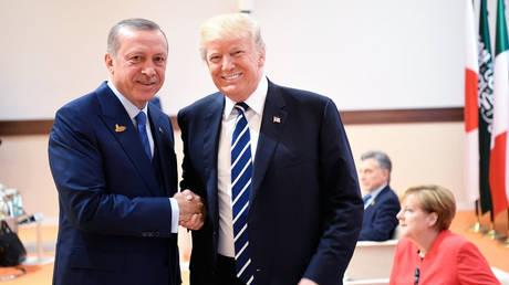 Τηλεφωνική επικοινωνία Ερντογάν-Τραμπ για τη Συρία