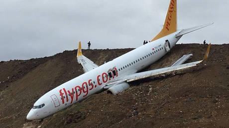Τουρκία: Αεροσκάφος με 162 επιβαίνοντες κατέληξε σε γκρεμό (pics&vid)