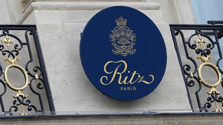 Το γνωστό ξενοδοχείο Ritz του Παρισιού δημοπρατεί 3.500 παλιά έπιπλα