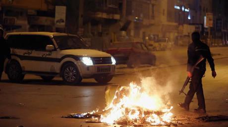 Τρίτη νύχτα ταραχών σε πολλές πόλεις της Τυνησίας