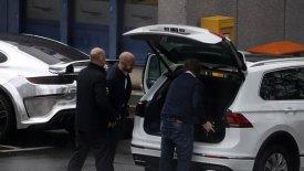 Χαζεύουν την Porsche του Ομπαμεγιάνγκ οι άνθρωποι της Άρσεναλ! (pics)