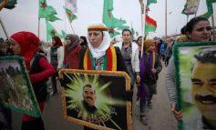 Χιλιάδες Κούρδοι διαδηλώνουν κατά της Άγκυρας και των απειλών για επέμβαση στη Συρία (pics)