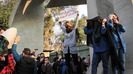 Tραμπ: Οι Ιρανοί αντιδρούν επιτέλους κατά του ωμού και διεφθαρμένου καθεστώτος