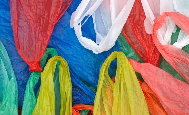 Πλαστική σακούλα και σούπερ μάρκετ: Τι προβληματίζει τις αλυσίδες–Ποιο είναι το μεγάλο στοίχημα