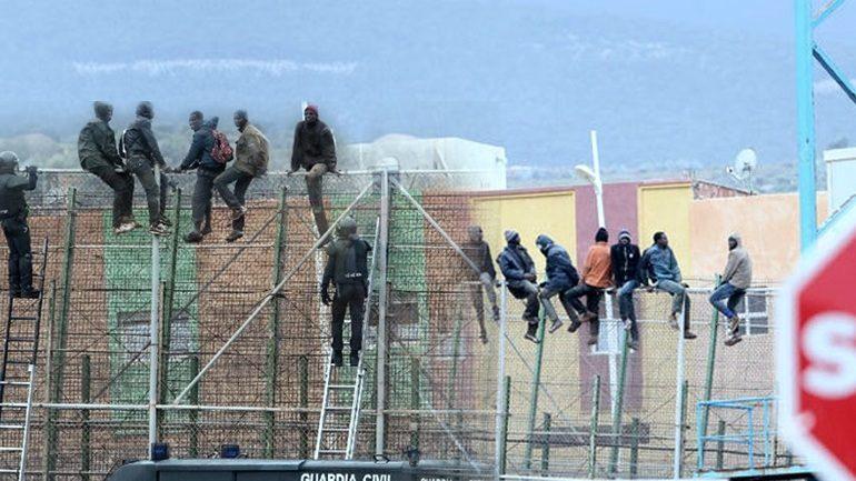 Επιδρομή μεταναστών στον φράχτη της Ισπανίας