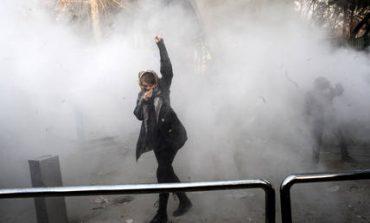 Ιράν: Τρεις αστυνομικοί νεκροί σε συγκρούσεις με διαδηλωτές (vids)