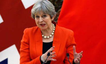 Μέι: Η Βρετανία απέκλεισε την παραμονή της σε οποιαδήποτε τελωνειακή ένωση με την ΕΕ
