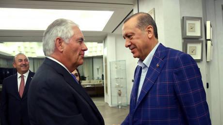 Οι ΗΠΑ «χρηματοδοτούν» τους αντιπάλους της Τουρκίας στη Συρία