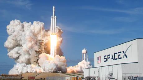 Ο πύραυλος Falcon Heavy κατευθύνεται προς τη ζώνη των αστεροειδών μεταξύ Άρη-Δία (pics&vids)
