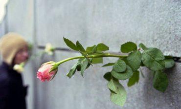 Συμπληρώθηκαν 10.316 μέρες χωρίς το Τείχος του Βερολίνου (vids)