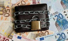 Οι κατασχέσεις της εφορίας διώχνουν τις τραπεζικές καταθέσεις!