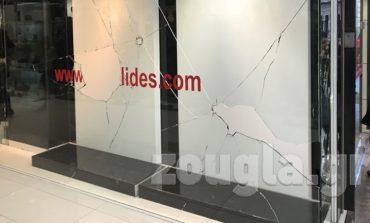 Ζημιές σε καταστήματα της Ερμού από επιθέσεις αγνώστων