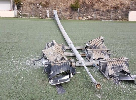 Έπεσε πυλώνας φωτισμού στο γήπεδο της Σταμάτας!!