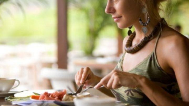 Όσοι τρώνε με αργό ρυθμό χάνουν κιλά πιο εύκολα