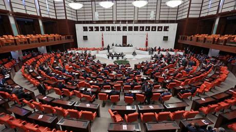 Ένταση και ξύλο στην τουρκική Βουλή με αφορμή την επιχείρηση στην Αφρίν (vid)