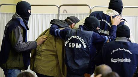 Δώδεκα συλλήψεις σε επιχείρηση κατά της μαφίας στη Σικελία