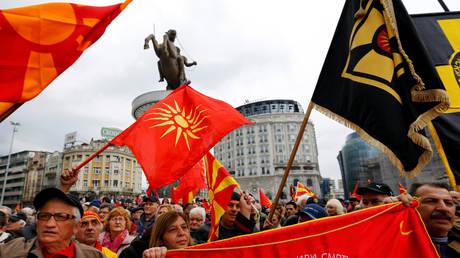 Νέα διαδήλωση στα Σκόπια κατά της αλλαγής του ονόματος (pics&vid)