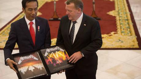 Ο πρόεδρος της Ινδονησίας έδωσε 800 δολ. για να πάρει πίσω το «Master of Puppets» των Metallica (pics&vid)