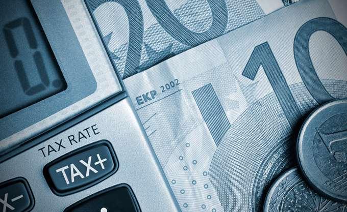 Μείωση φόρων μόνο με μείωση συντάξεων – αφορολόγητου