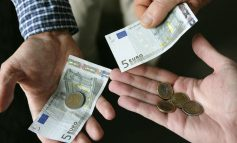 Κατεβαίνει στα 300 ευρώ το όριο των πληρωμών με μετρητά