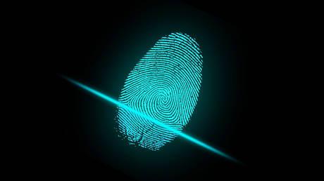 Αστυνομικοί χρησιμοποίησαν….το δάχτυλο νεκρού για να ξεκλειδώσουν το κινητό του