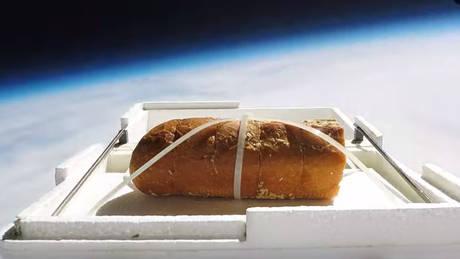 Αυτό είναι το πρώτο σκορδόψωμο που… ταξίδεψε στο διάστημα!