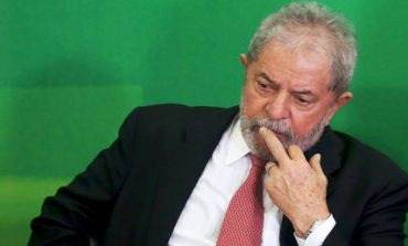Βραζιλία: Παραδόθηκε ο πρώην πρόεδρος Λούλα Ντα Σίλβα