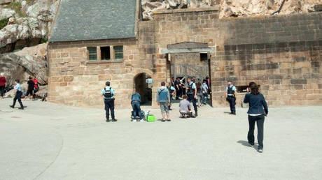 Γαλλία: Το Μον Σεν Μισέλ ανοίγει και πάλι μετά τον συναγερμό (pics)