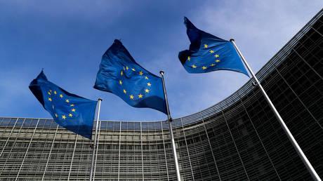 Η Κομισιόν προτείνει την έναρξη ενταξιακών διαπραγματεύσεων Αλβανίας και πΓΔΜ