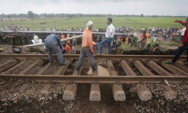 Ινδία: 22 βαγόνια αποκόπηκαν από τρένο και κυλούσαν ανεξέλεγκτα για 12 χιλιόμετρα (vid)