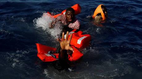 Λιβύη: Πολύνεκρο ναυάγιο σκάφους που μετέφερε μετανάστες