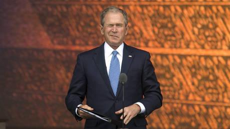 Μπους: Ο Πούτιν είναι έξυπνος και ικανός πολιτικός