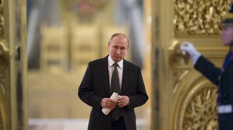 Οι Ρώσοι εγκρίνουν το έργο του Πούτιν, όχι όμως της κυβέρνησης