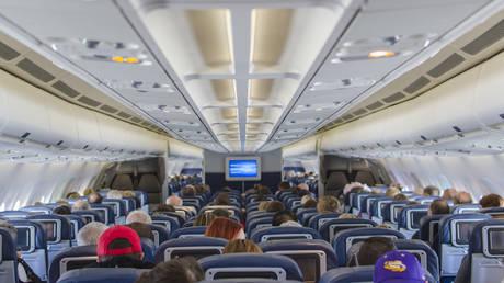 Πανικός σε πτήση όταν έπεσαν οι μάσκες οξυγόνου (vid)