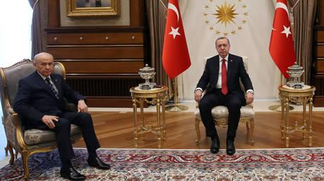 Πρόωρες εκλογές στην Τουρκία προκήρυξε ο Ερντογάν (pics)
