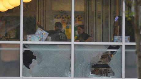 Τενεσί: Πελάτης κατάφερε να αφοπλίσει τον δράστη, που παραμένει ασύλληπτος (pics)