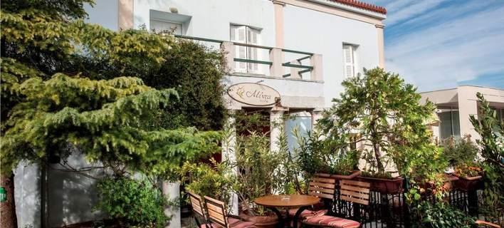 Το αρχοντικό του Άγγελου Σικελιανού στην Κηφισιά, με τον πνιγμένο στα λουλούδια κήπο, έγινε χουχουλιάρικο καφέ
