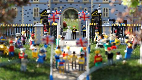 Από τη Γουόλις Σίμπσον στη Μέγκαν Μαρκλ: Η βρετανική μοναρχία εκμοντερνίζεται