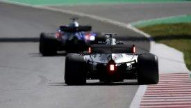 Φώτα στην πίσω πτέρυγα δοκίμασε η Mercedes