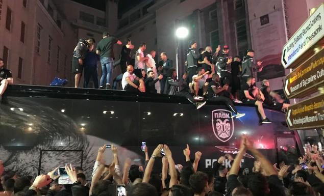 Live streaming: Πανδαιμόνιο στον Λευκό Πύργο – Αποθέωση σε ομάδα και Ιβάν! (vids)