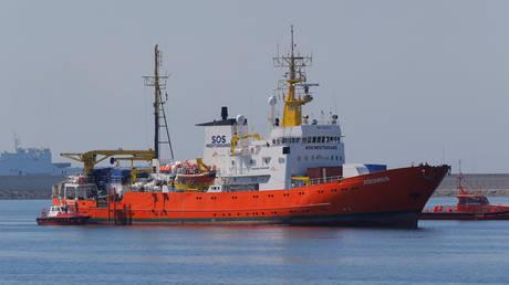 Έφθασε στο λιμάνι της Βαλένθια το πλοίο Aquarius (pics)