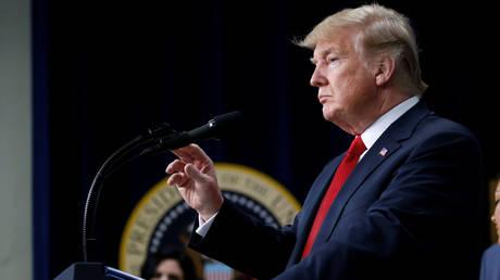 Απέλαση των μεταναστών χωρίς δίκη ζητά ο Τραμπ