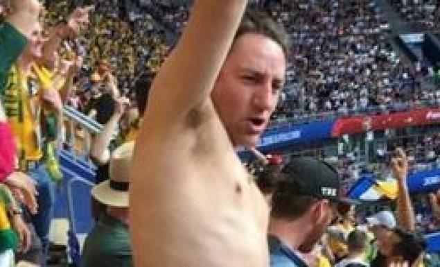Αυστραλός παρακολούθησε γυμνός τον αγώνα με την Δανία (pic)