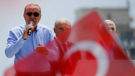 Ερντογάν και Ιντζέ υπόσχονται να στείλουν πίσω τους Σύρους πρόσφυγες μετά τις εκλογές